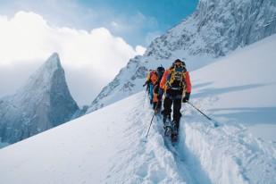 Cross-country skiing, Crescent Glacier, Bugaboo Provincial Park, British Columbia