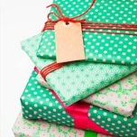 wrapped-gifts-tag~fs11582061