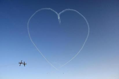 """The IAF Aerobatic Team flying IAI Tzukit jet aircraft create a """"heart"""" during a ceremony for graduating Israeli Air Force pilots at Hatzerim Air Base, June 28, 2010. REUTERS/Baz Ratner (ISRAEL - Tags: MILITARY IMAGES OF THE DAY)"""