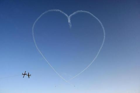 "The IAF Aerobatic Team flying IAI Tzukit jet aircraft create a ""heart"" during a ceremony for graduating Israeli Air Force pilots at Hatzerim Air Base, June 28, 2010. REUTERS/Baz Ratner (ISRAEL - Tags: MILITARY IMAGES OF THE DAY)"