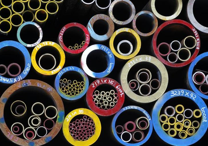 Steel pipes for sale are displayed at a shop in the Mullae-dong steel product district in Seoul July 13, 2010. REUTERS/Jo Yong-Hak (SOUTH KOREA - Tags: BUSINESS)