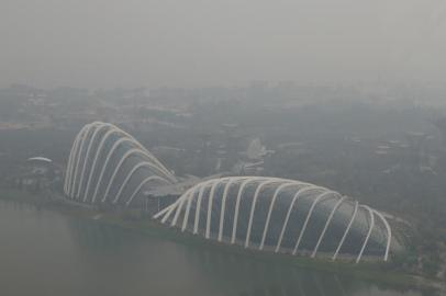 A view of the Flower Dome and Cloud Forest conservatories of Gardens by the Bay and the southern coast of Singapore shrouded by haze in Singapore September 10, 2015. A worsening haze across northern Indonesia, neighboring Singapore and parts of Malaysia on September 15 forced some schools to close and airlines to delay flights, while Indonesia ordered a crackdown against lighting fires to clear forested land. Southeast Asia has suffered for years from annual bouts of smog caused by slash-and-burn practices in Indonesia's Sumatra and Kalimantan islands, but governments in the region have failed to address the problem. Picture taken September 10. REUTERS/Edgar Su