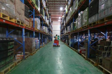 A BEST Inc employee inspects goods at one of the company's Shanghai warehouses in Shanghai, China November 8, 2017. Picture taken November 8, 2017. REUTERS/Brenda Goh