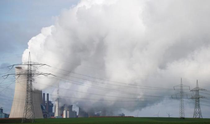 Steam rises from a coal power plant of RWE, one of Europe's biggest electricity companies in Neurath, north-west of Cologne, Germany, November 10, 2017. Picture taken November 10, 2017. REUTERS/Wolfgang Rattay