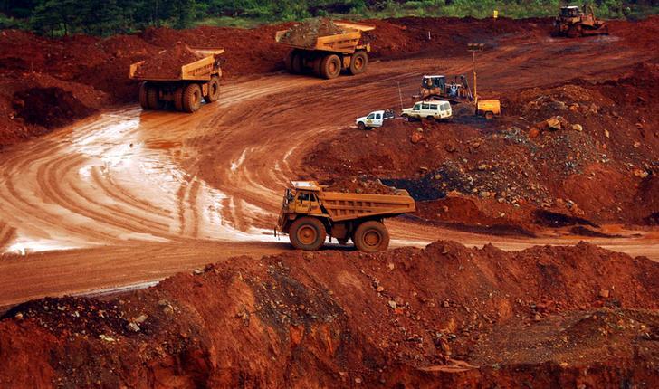 Trucks carry raw nickel ore near Sorowako, Indonesia's Sulawesi island, January 8, 2014. REUTERS/Yusuf Ahmad/File Photo