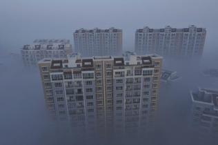 A residential compound is seen during a smoggy day in Wujiaqu, Xinjiang Uighur autonomous region, November 19, 2013. Picture taken November 19, 2013. REUTERS/Stringer (CHINA - Tags: ENVIRONMENT CITYSCAPE) CHINA OUT. NO COMMERCIAL OR EDITORIAL SALES IN CHINA
