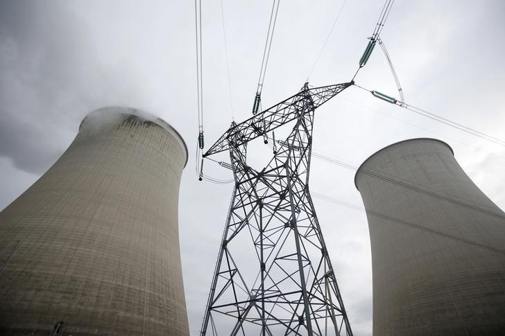 Steam rises from the cooling towers of the Electricite de France (EDF) nuclear power station at Nogent-Sur-Seine, France, November 13, 2015. The nuclear industry argues world leaders at the COP21 conference in Paris next week should not have to choose between nuclear and renewables but between low-carbon energy, including nuclear, and fossil fuels. Paris will host the World Climate Change Conference 2015 (COP21) from November 30 to December 11. Picture taken November 13, 2015. REUTERS/Charles Platiau