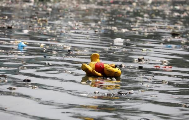A stuffed toy is seen with floating trash, as a team from the governmental Pasig River Rehabilitation Commission and Greenpeace activists inspect the polluted Pasig River in San Juan, Metro Manila, Philippines September 8, 2017. REUTERS/Erik De Castro